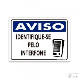 Placa AVISO: Identifique-se pelo interfone PVC 2mm  4/0 / Látex Adesivo Fosco Corte Reto Fita Dupla Face 3M